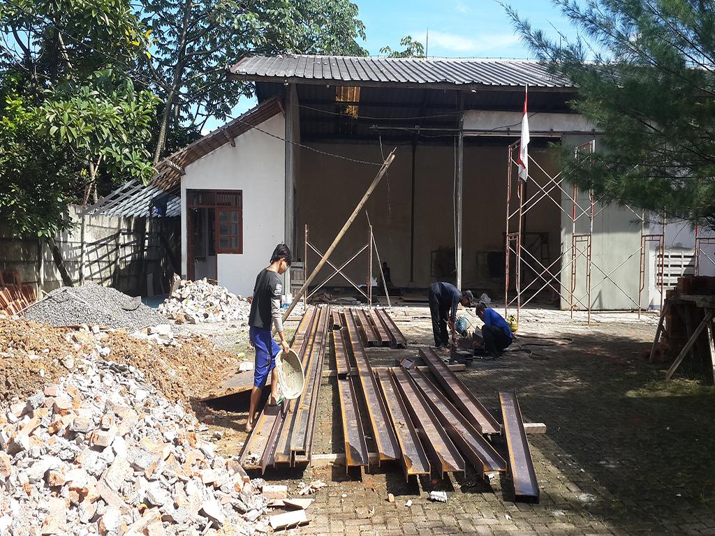 renovasi bangunan lama untuk gudang oleh kontraktor