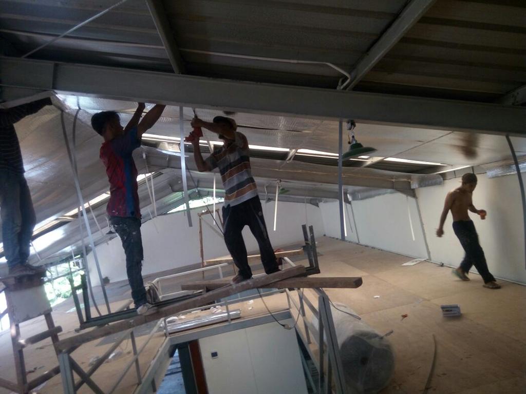 Renovasi bangunan untuk kantor oleh kontraktor bangunan